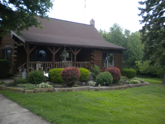 Pendleton Log Cabin East Rochester Sits Acres Land The