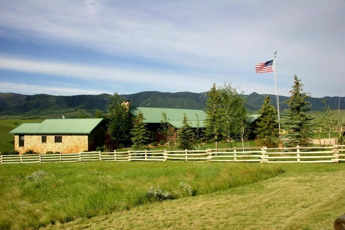 Wyoming Log Home Ranchette Beaver Creek Big Horn